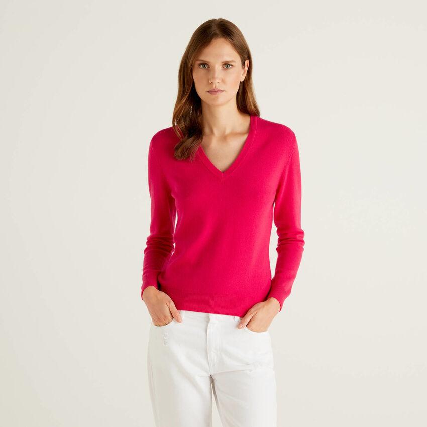 Fuchsia V-neck sweater in pure virgin wool