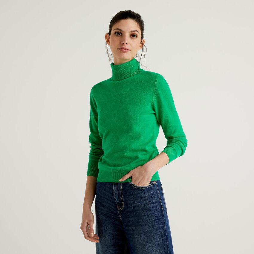 Green turtleneck sweater in pure virgin wool