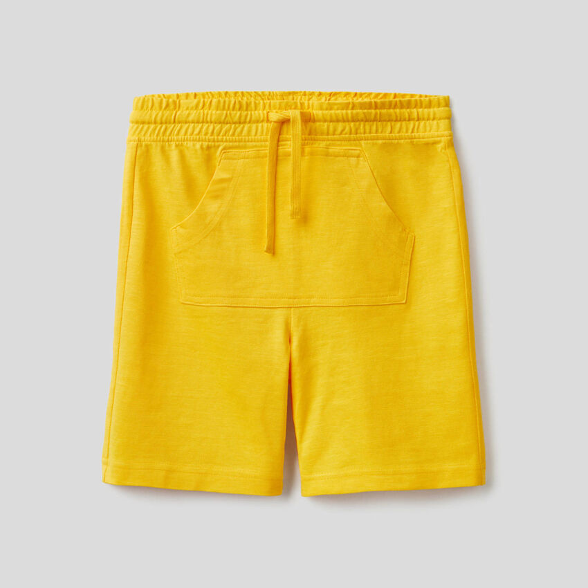 Bermudas with kangaroo pocket