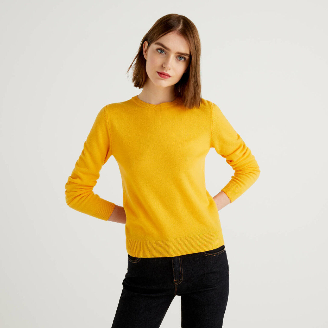 Yellow crew neck sweater in pure virgin wool