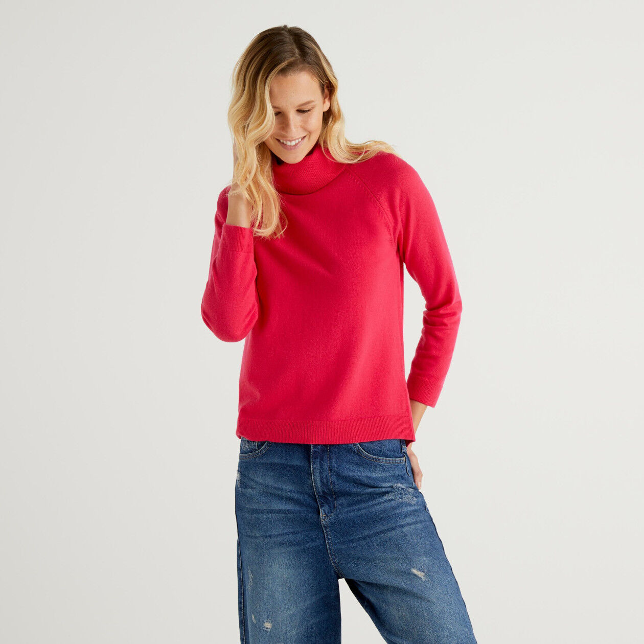 Fuchsia turtleneck sweater in cashmere and wool blend