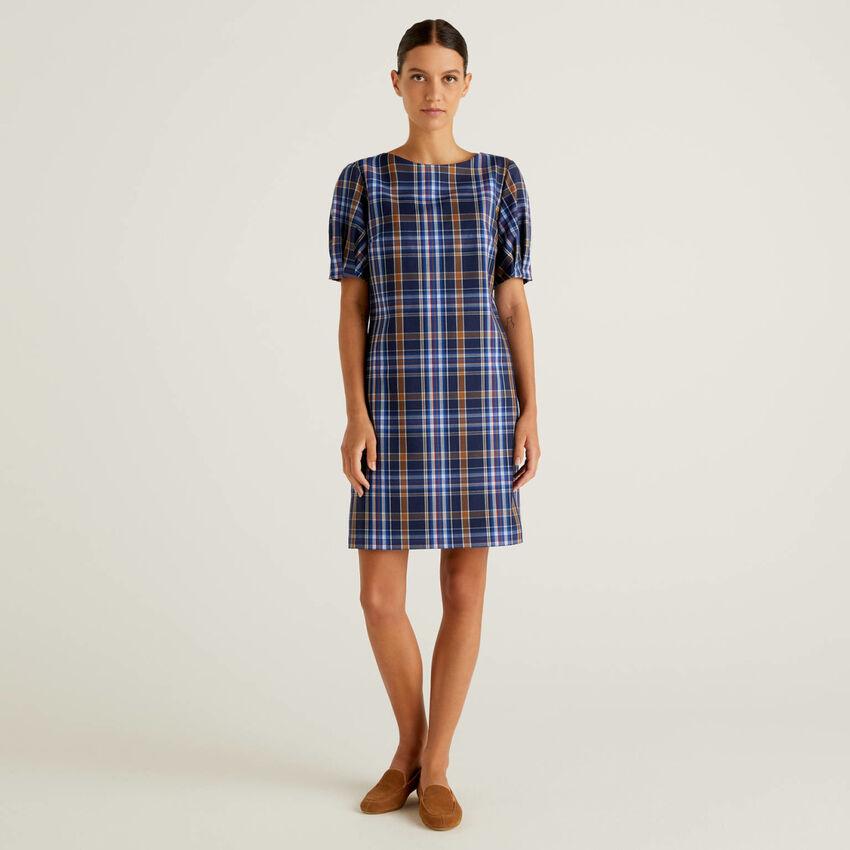Check dress in flowy fabric