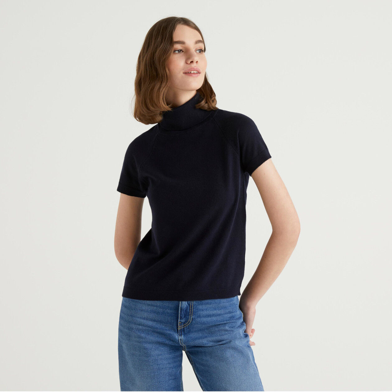 Dark blue short sleeve turtleneck in cashmere and wool blend
