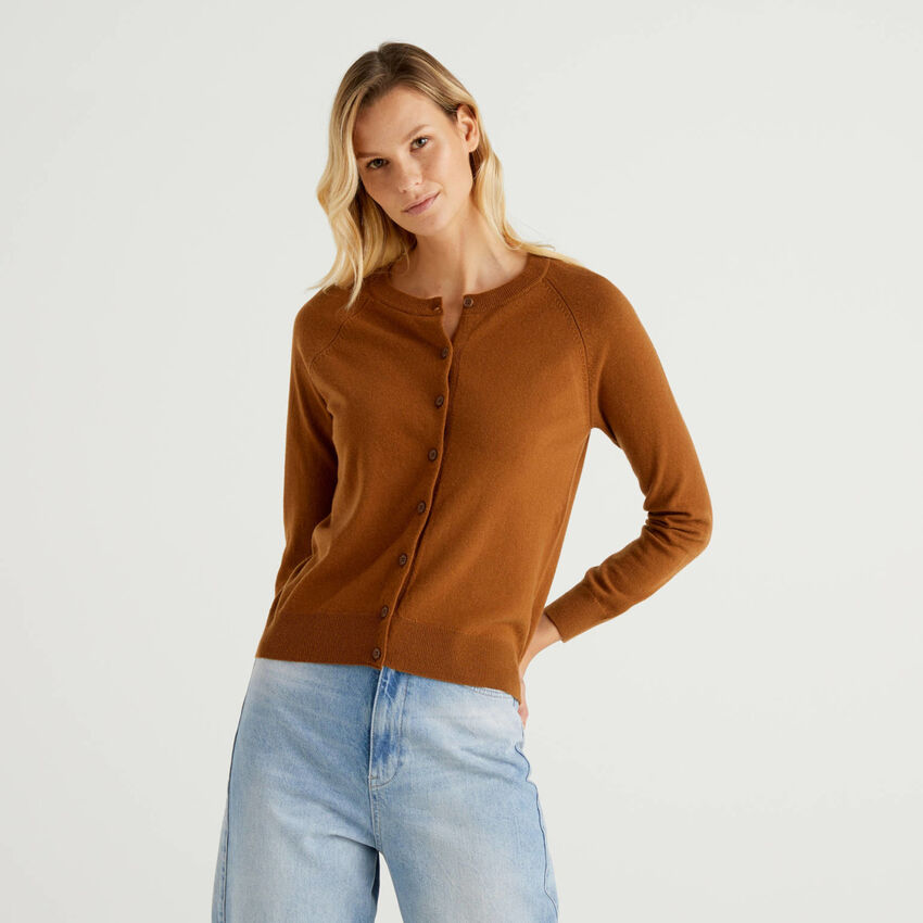 Brown crew neck cardigan in cashmere and wool blend