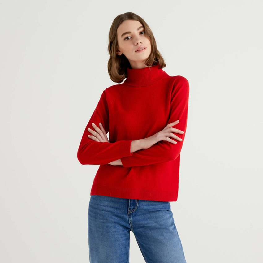 Red turtleneck sweater in cashmere and wool blend