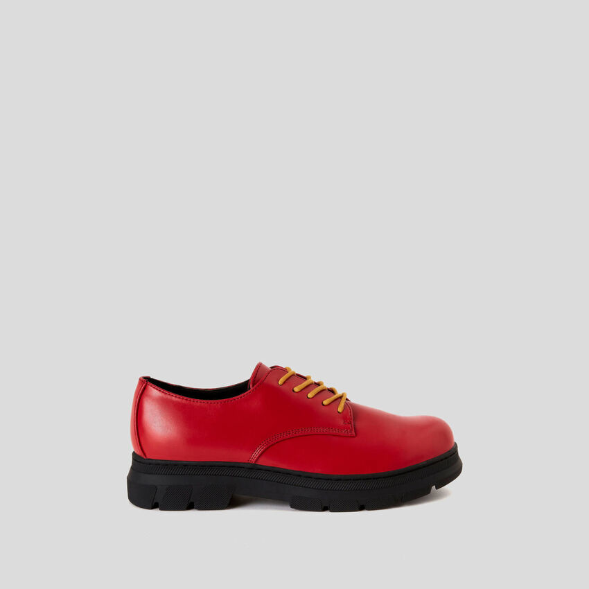 Derby shoes with double laces